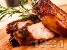 Рецепта Печени мариновани пикантни свински ребра на фурна с розмарин